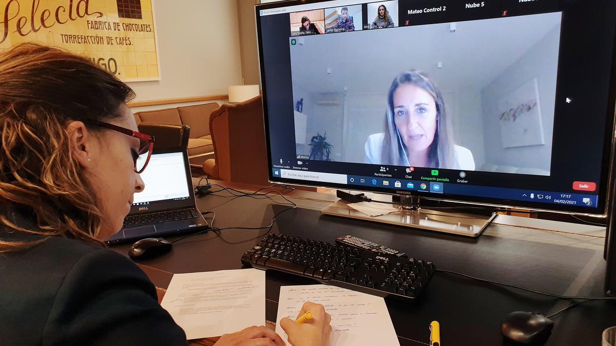 Lara Graña y Mónica Parada durante el webinar transmitido en streaming en FARO