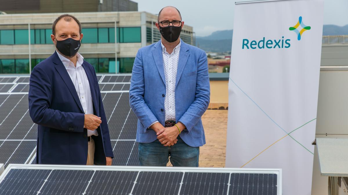 A la derecha, el director general de Energía y Cambio Climático del Govern, Pep Malagrava junto al director de Redexis en Baleares, Hernando Rayo