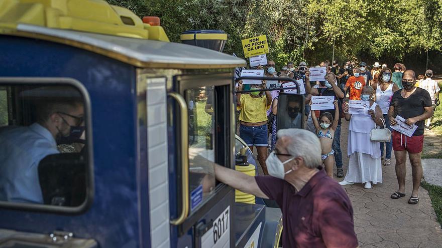Primera manifestación con segadores, para denunciar el cierre y la maleza de las termas
