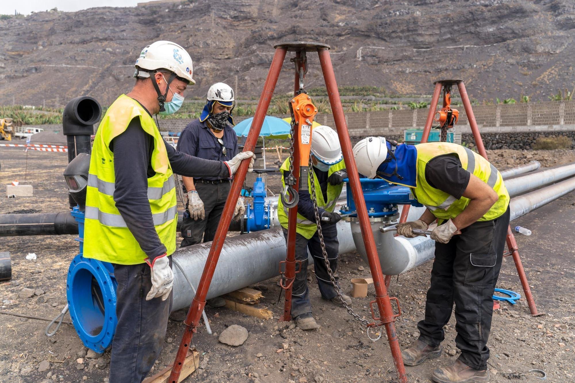 Obras que ejecuta Tedagua en Puertos Naos para instalar desaladoras para los afectados por el volcán de La Palma