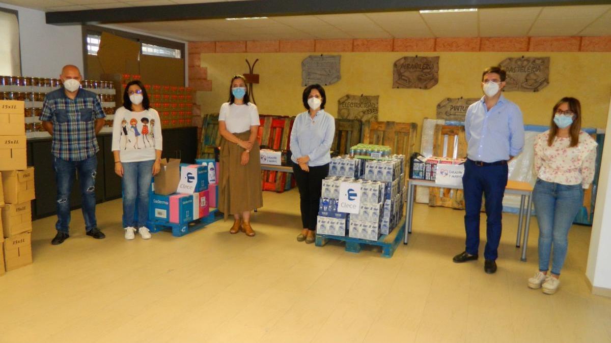 Clece entrega en Rute 800 kilos de alimentos no perecederos para afectados por la crisis del covid-19