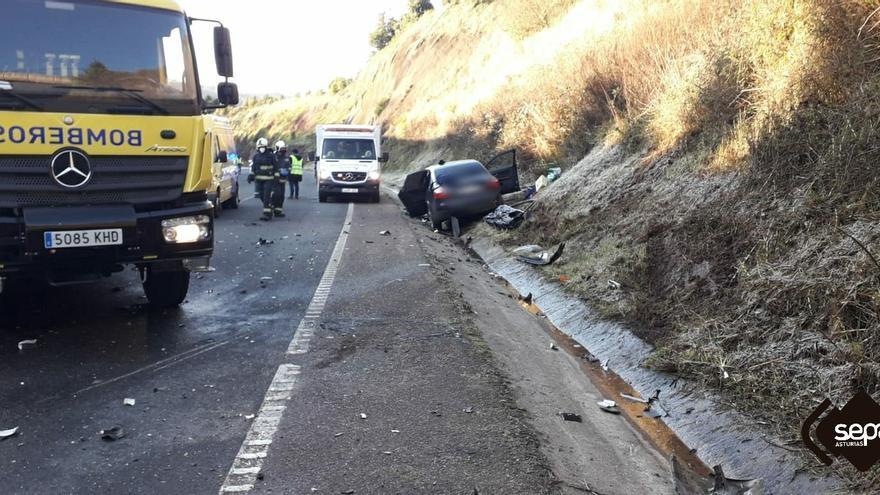 Herido en una colisión entre dos vehículos en Carreño