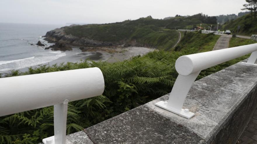 Trece playas asturianas, una más que en 2019, reciben la distinción de Bandera Azul