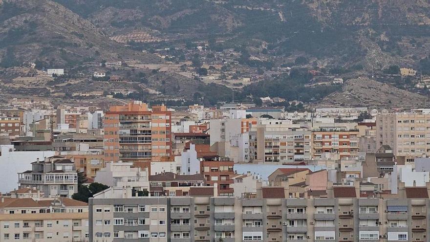 La demanda de vivienda en Elda cambia de los pisos pequeños a las casas con jardín y áticos