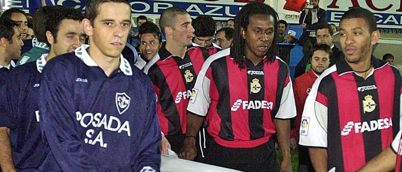 Por la izquierda, Luis Cuenca, tapado por Nacho Cabal, Pandiani, Emerson y Djalminha