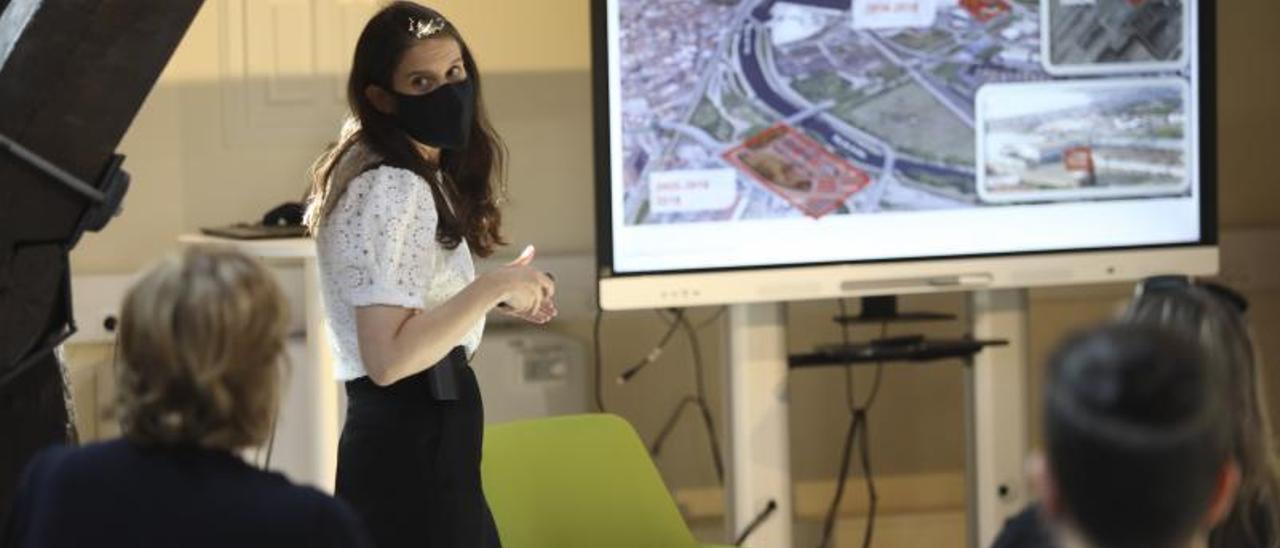 Tatiana Manso, ayer, durante su conferencia en el palacio de Maqua. | R. Solís