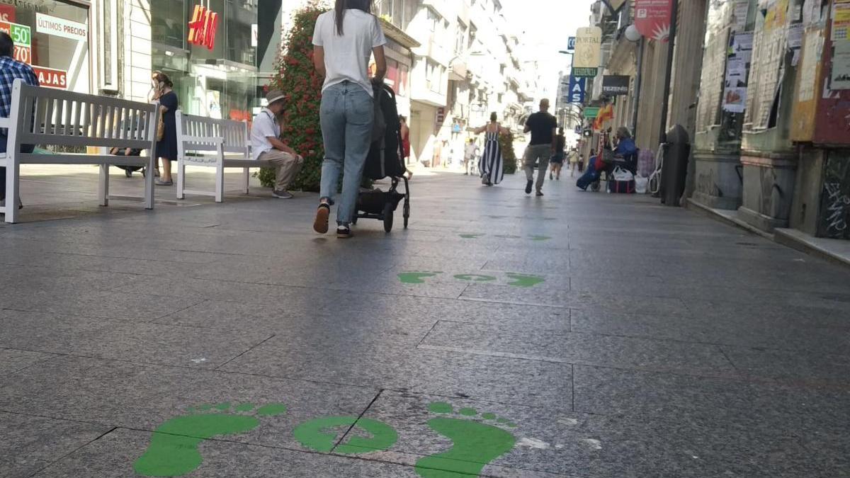Príncipe ya tiene las pisadas verdes que obligan a caminar por la derecha. // Mario Nespereira