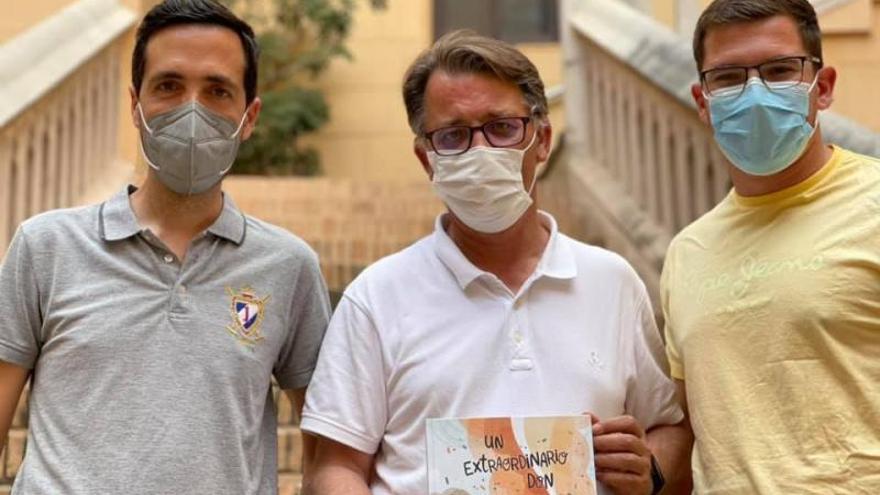 Gandia El libro sobre Héctor Cabrera llena el Palau Ducal