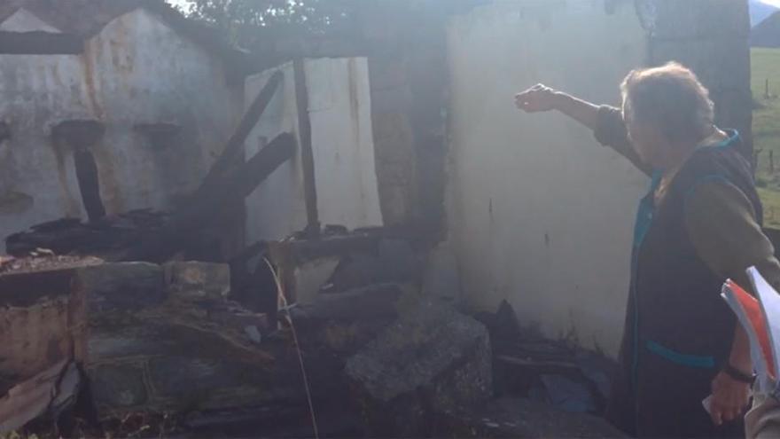 Damnificados en los incendios de hace un año en el Surocidente de Asturias lamentan las escasas ayudas
