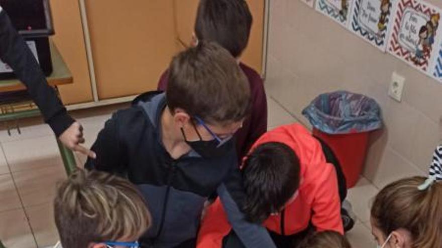 Educación acerca la ciencia a los escolares de Tavernes con talleres de robótica