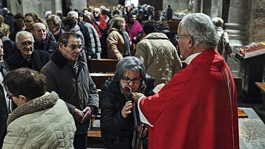 Los fieles honran a Santa Lucía