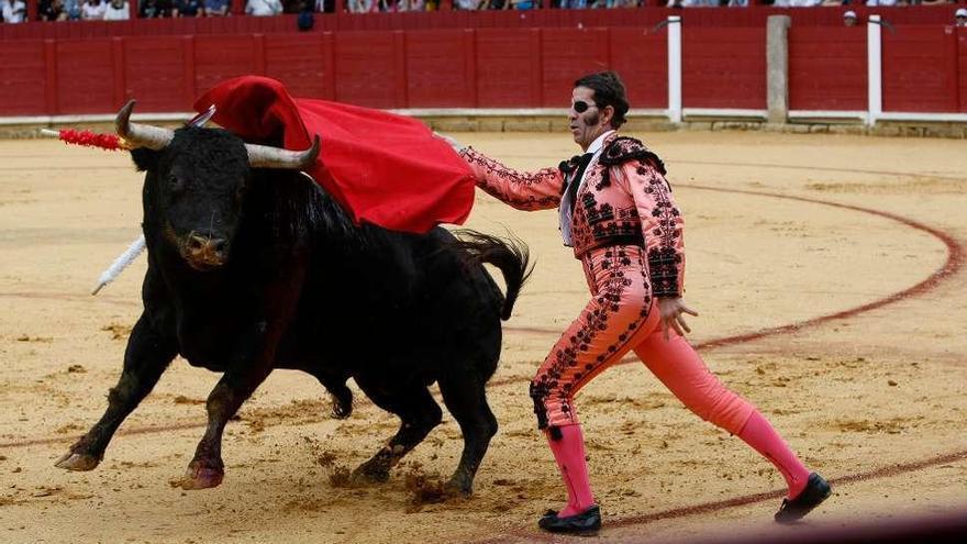 David de Miranda sufre una espeluznante cogida en la corrida de San Agustín