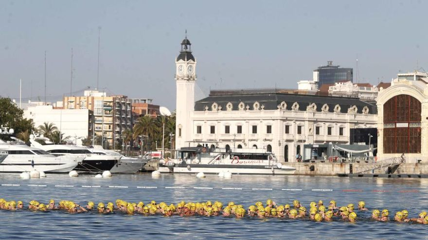 Cien años de travesía a nado en el Puerto de València