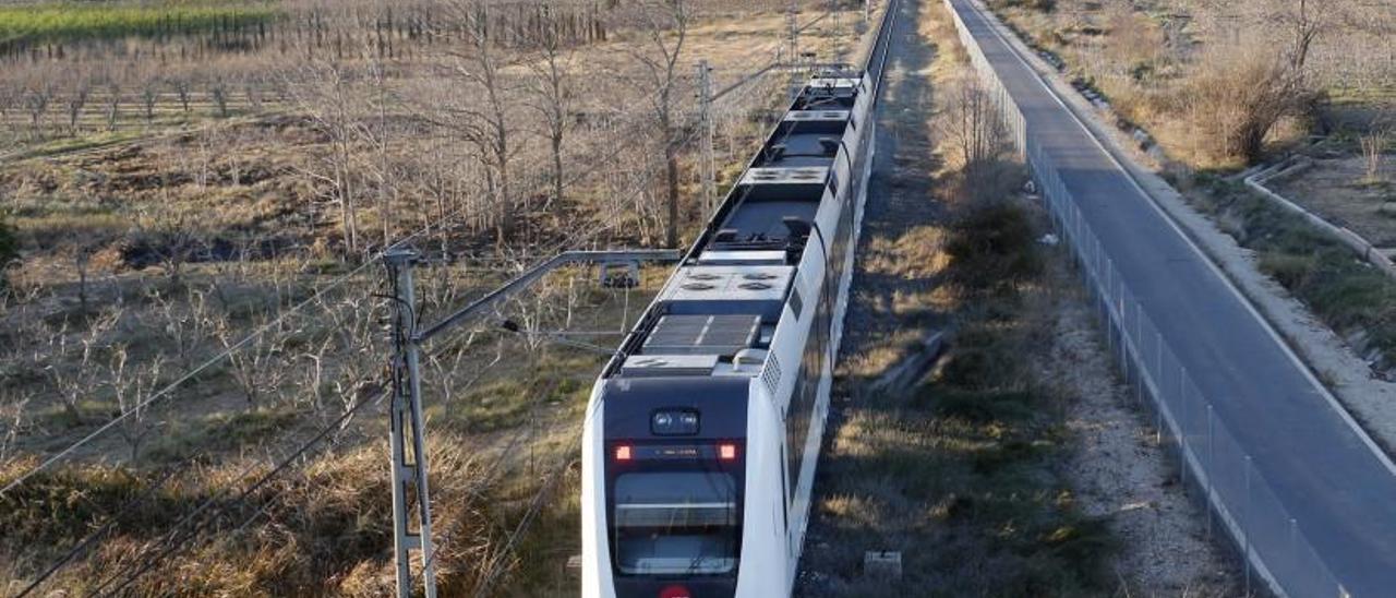 Un convoy de FGV en la Línea 1 de MetroValencia | VICENT M. PASTOR