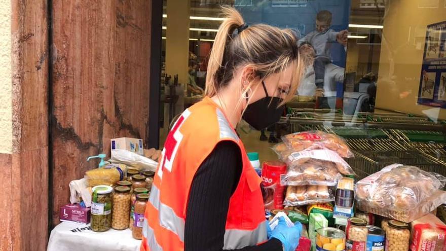 Cruz Roja Cartagena distribuye 18.000 kilos de alimentos entre 220 familias