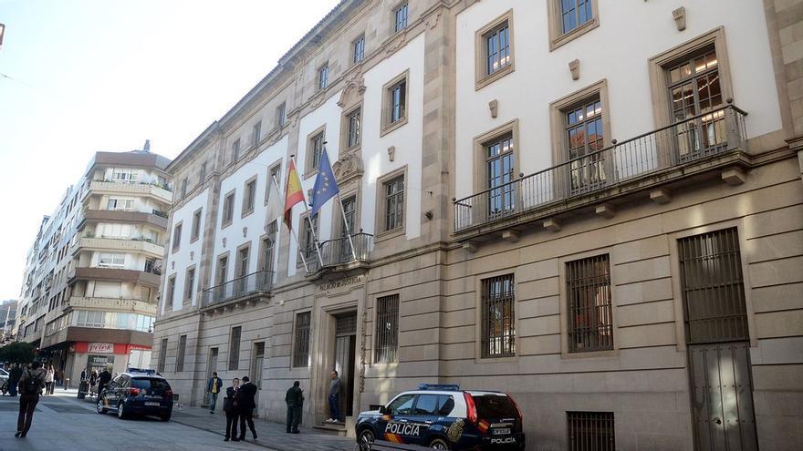 Juzgan a un sargento de la Guardia Civil acusado de apropiarse de dinero de personas que acudían a formalizar denuncias