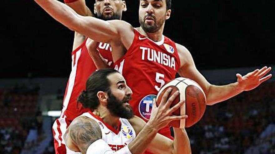 Espanya es desfà de Tunísia i triomfa en el debut a la Xina