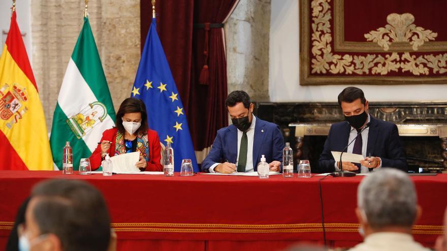 Margarita Robles, Juanma Moreno y José María Bellido firman el convenio de la Base Logística del Ejército en Córdoba
