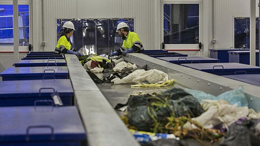 El tripartito de Crevillent acusa al PP de un desfase de 800.000 euros con la basura