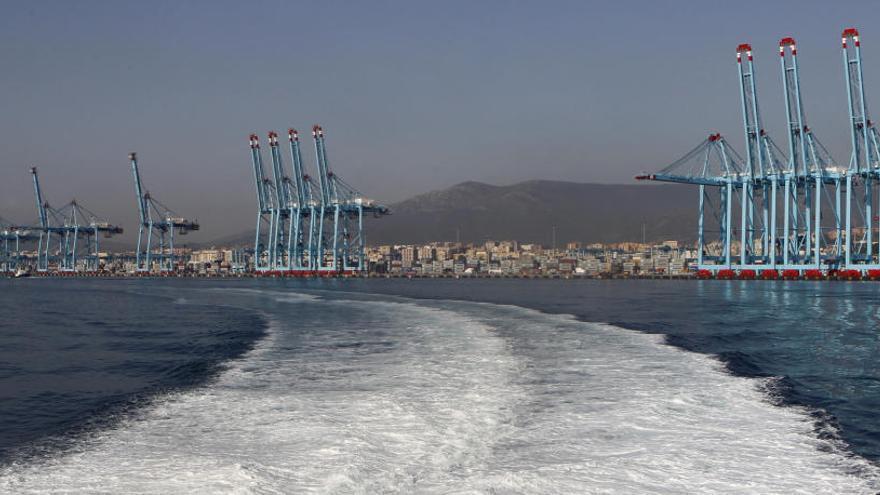 Los puertos, de nuevo parados por la huelga de estibadores
