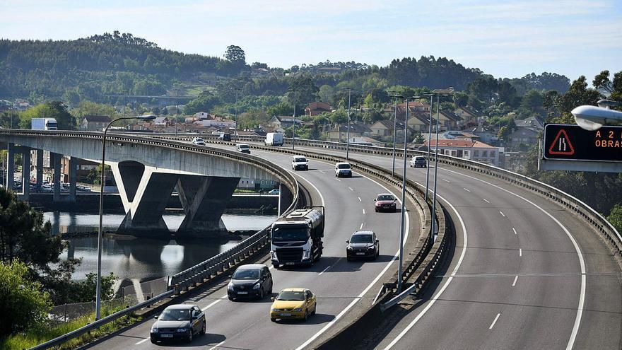 El puente de la AP-9 sobre la ría recupera el pulso