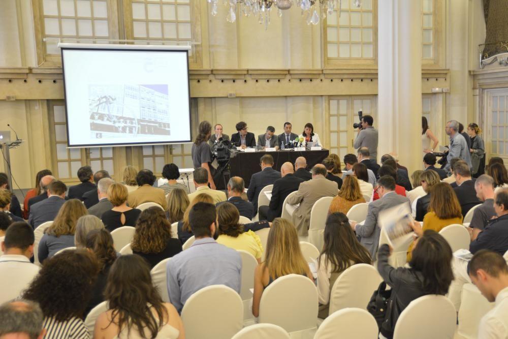 El trabajo de Iñaki Gaztelumendi hace un análisis de la situación actual del turismo en la ciudad y sienta las bases para el desarrollo de A Coruña como destino turístico.