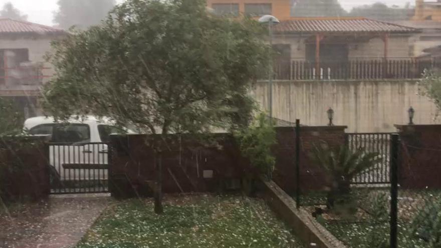 Forta pedregada a Santa Maria d'Oló