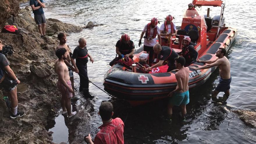 Un policía fuera de servicio evitó que se ahogara el joven de 15 años accidentado en la Cova Tallada