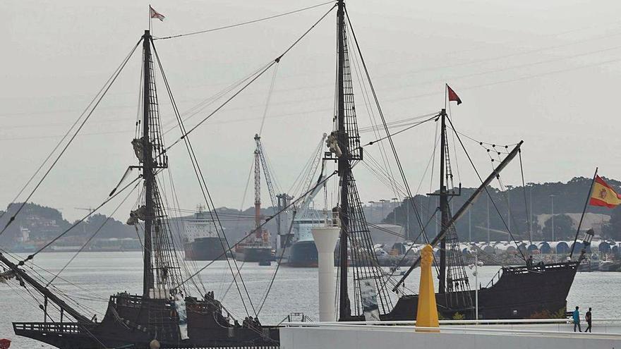 """El galeón """"Andalucía"""", un museo flotante que imita los navíos del XVII, amarra en la ría"""