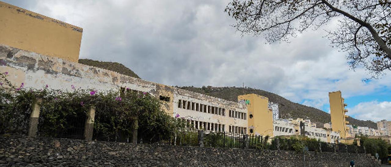 Imagen de la fachada de la Casa del Niño, en la calle Blas Cabrera Felipe.
