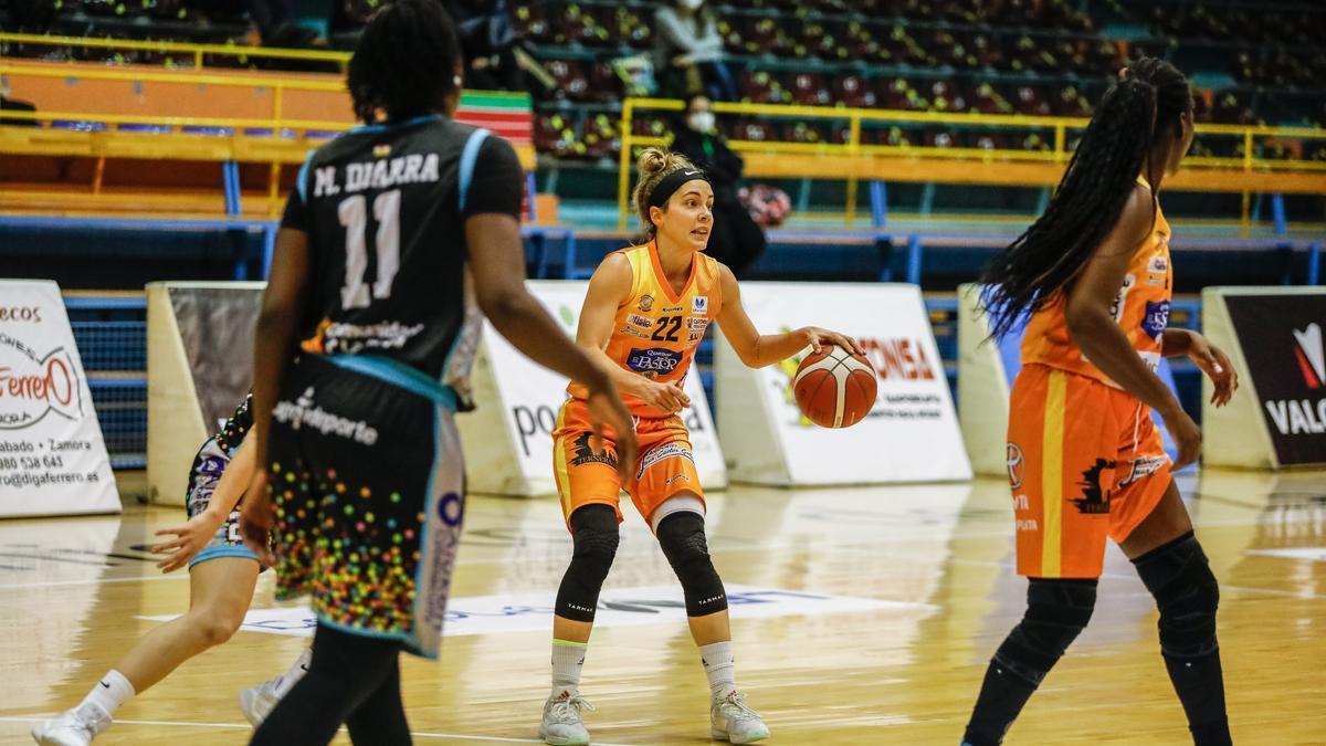Marina Lizarazu durante el encuentro.