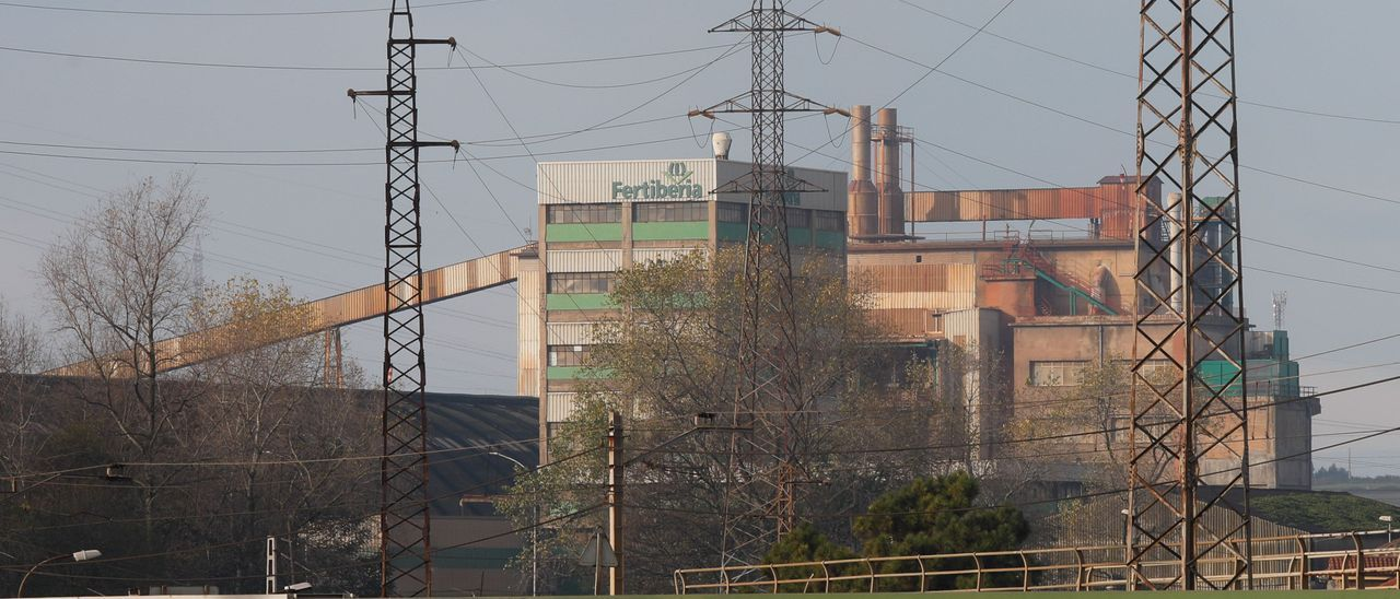 La fábrica de Fertiberia en Trasona (Corvera).