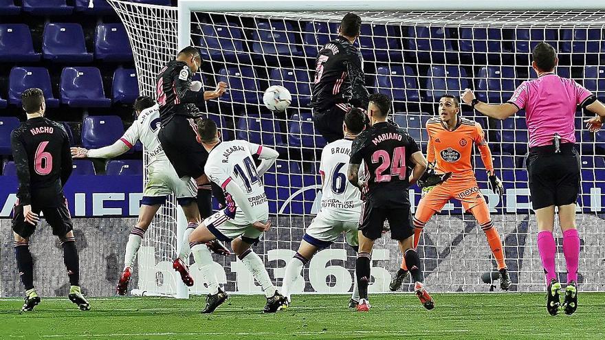 Zancada del Real Madrid en Zorrilla