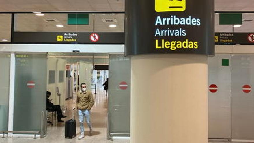 La xifra de viatgers a l'aeroport del Prat es desploma un 91,3% al febrer