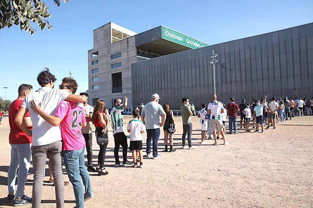 Aficionados asistentes al encuentro Córdoba CF-Don Benito