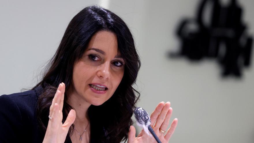 """Arrimadas quiere aliarse con Casado para """"quitar a Sánchez del Gobierno"""""""