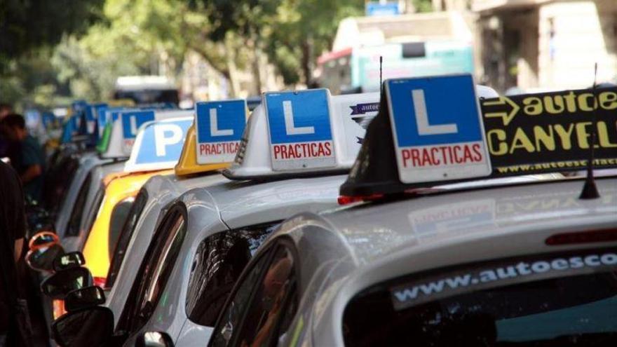 Los examinadores de Tráfico retoman la huelga con un 80% de seguimiento