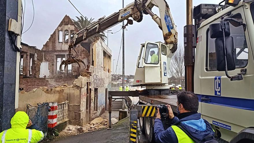 El Concello desoye a Patrimonio y al colegio de arquitectos y derriba la Casa Carnicero