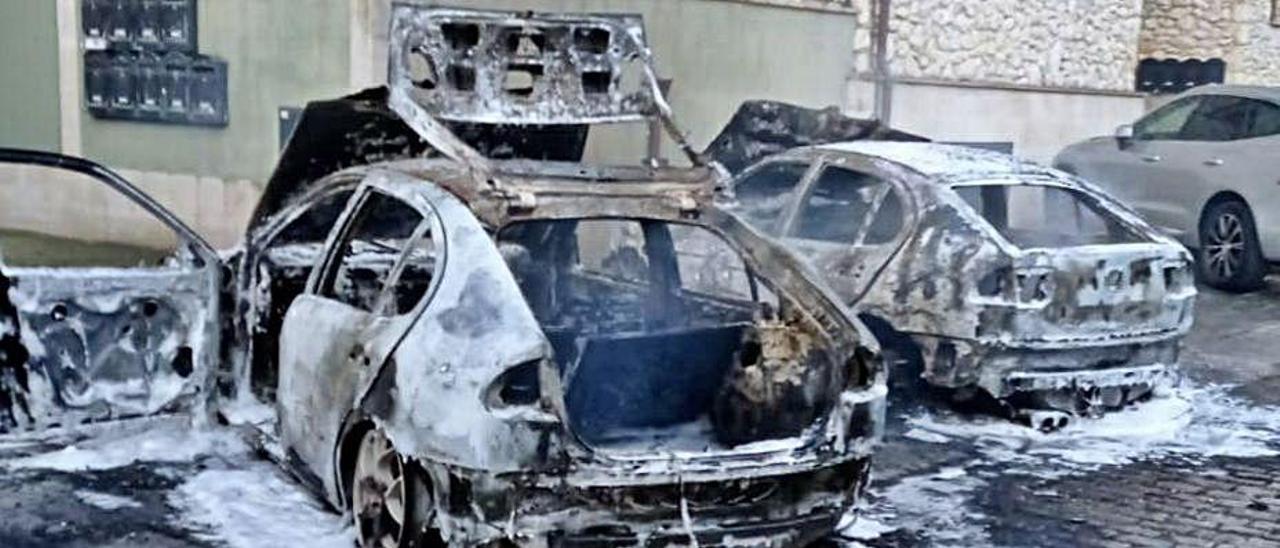 Estado en el que quedaron los vehículos incendiados. | Sepa