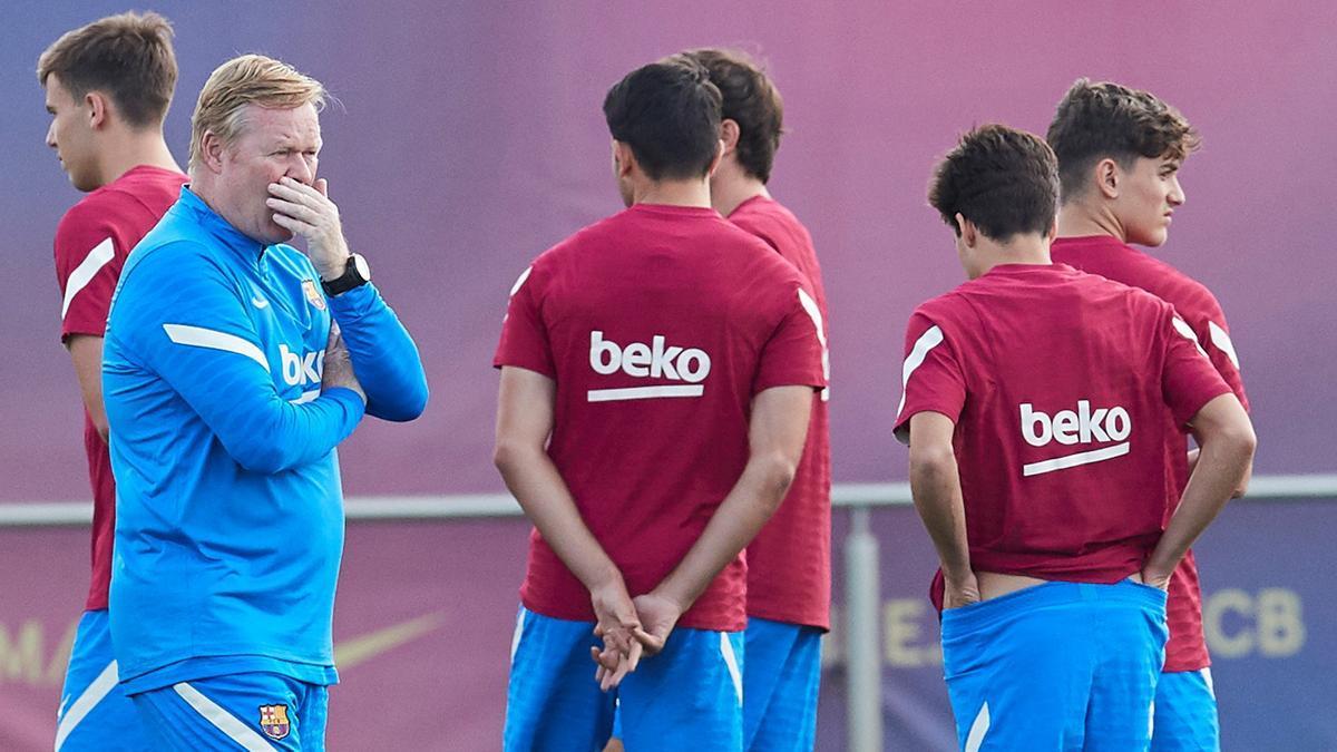 The coach of FC Barcelona, Ronald Koeman.