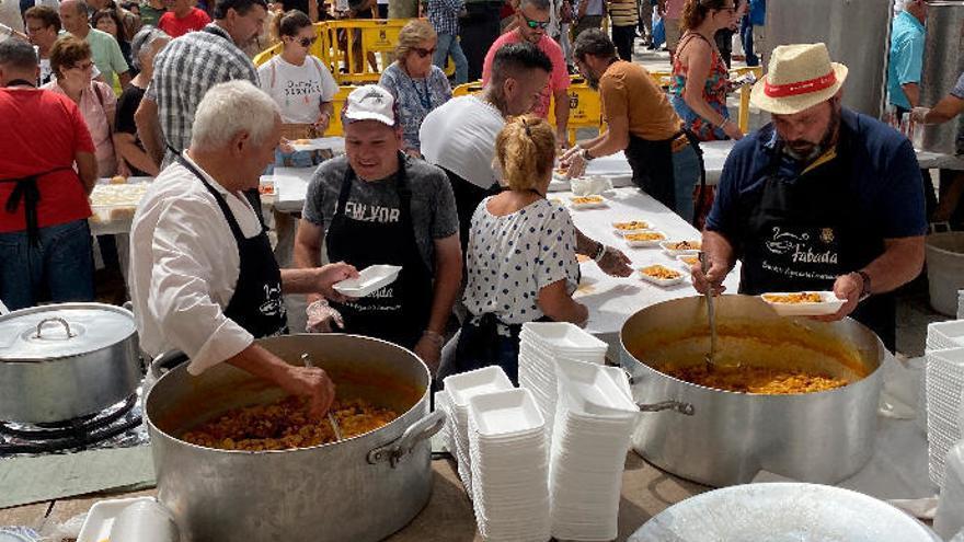 Valleseco cata 210 kilos de productos asturianos durante la fiesta de La Manzana