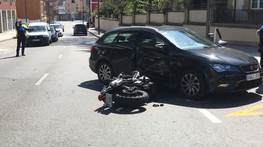 Una conductora choca contra un motorista en Villalegre y da positivo en alcoholemia