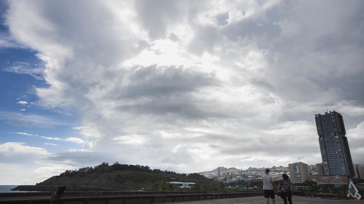 Cielos cubiertos en Santa Cruz de Tenerife.