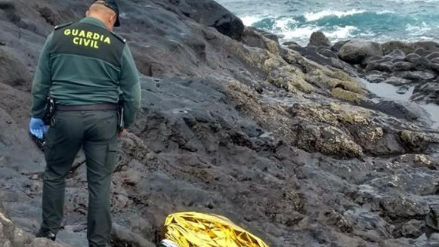 Hallan el cuerpo sin vida de uno de los inmigrantes de la patera arribada a Tinajo