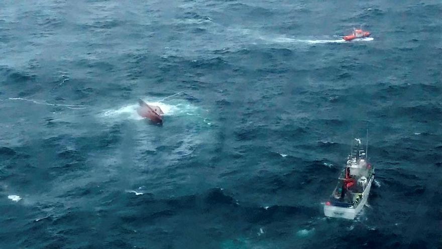 Mueren dos marineros al naufragar un pesquero en Cedeira (A Coruña)