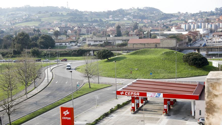 Un ciclista, herido grave al ser arrollado en Gijón por un conductor ebrio y drogado