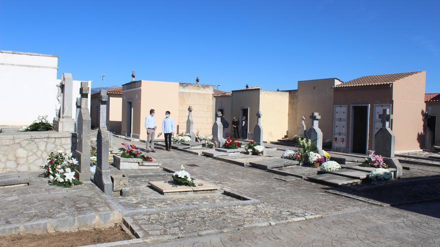 Un desértico día de Tots Sants regado de flores y restricciones en la Part Forana