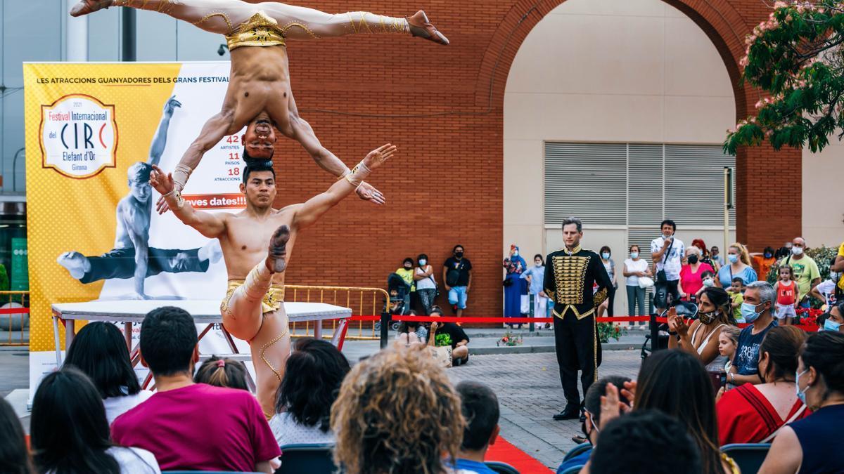 Una de les actuacions de la preestrena del Festival Internacional del Circ, a l'Espai Gironès.