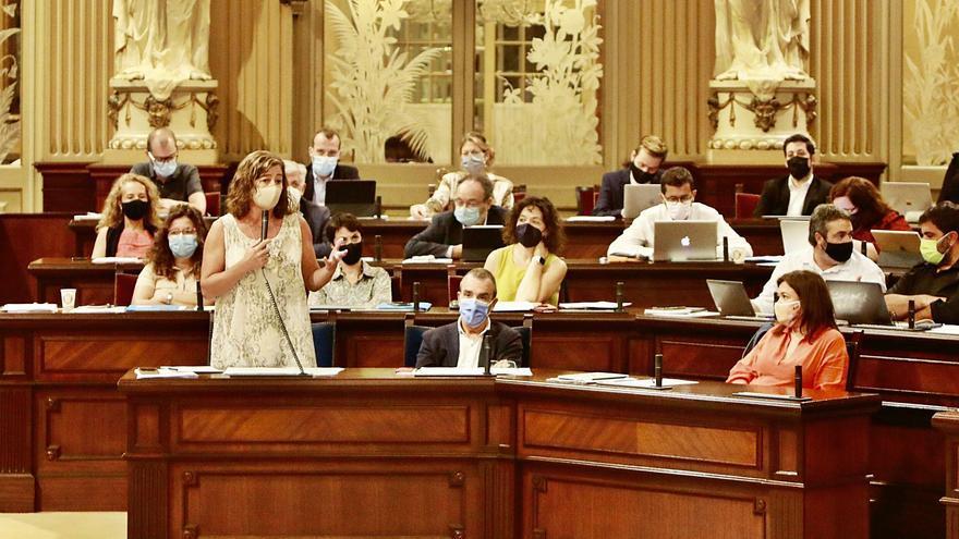 El Parlament recrimina el retraso de Madrid con el REB pero no reprueba a la ministra