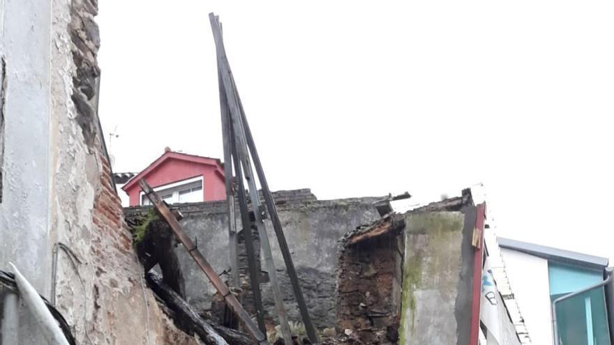 Desplome de dos edificios en ruinas del casco histórico de Betanzos